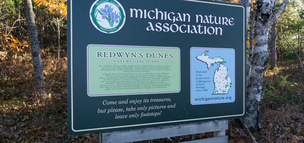 neighboring Redwyn Dunes sign